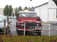 2002 Land Rover Defender Pompiers 7022 0218 - 17 octobre 2014 (Garage Citroen - Rue de Belgique - Tours) (Padicha) Tags: auto new old bridge france water car electric truck river french coach ancient automobile eau indre police voiture former 37 nouveau et loire franais nouvelle vieux vieille ancienne ancien fleuve nationale vehicule lectrique gendarmerie indreetloire franaise pave nouveaut vhicule utilitaire letramdetours padicha pavepadicha