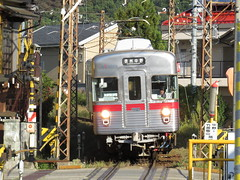 Arriving (Matt-san) Tags: japan private japanese railway trains transportation nagano naganoprefecture ner japnese naganoelectricrailway