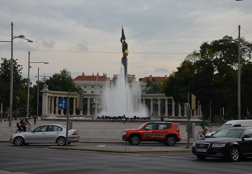 JEEP_RENEGADE_@VIE_Hochstrahlbrunnen_&_Heldendenkmal_der_Roten_Armee
