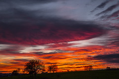 Himmel un rd (Renate Bomm) Tags: blauestunde nacht ruh bergischesland renatebomm felana sunset sun sonne sonnenuntergang longtime gold golden thegoldengallary goldengallary ligths oro sky skyscape clouds wolken intothesky flickrunitedaward coloursoftheworld lit hintergrundbeleuchtung backlit beautifulcapture goldenvisions visiongroup thegoldendreams