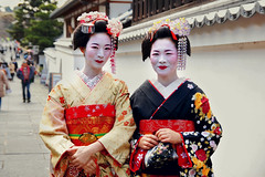 Geisha  (Silvia Sala) Tags: old city trip travel flowers portrait people travelling tourism japan ancient women kyoto asia colours painted sightseeing culture makeup geisha    kimono gion tradition orient giappone japaneseculture  historicalcenter