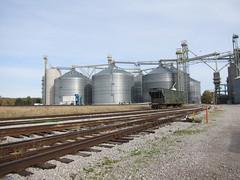 wheeling 064 (Fan-T) Tags: railroad ohio lake elevator grain erie wheeling clarksville sd402 6014 wle