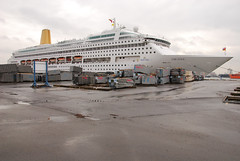 Quay nr. 228 (larry_antwerp) Tags: cruise carnival haven port ship vessel antwerp oriana schip 9050137