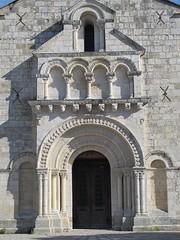 Eglise Saint-Jean-d'Etampes (façade XIe), La Brède (33) (Yvette G.) Tags: architecture 33 église portail xie aquitaine gironde artroman modillon labrède églisesaintjeandétampes