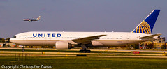 United Airlines Boeing 777-200 (Doctor Christopher) Tags: boeing unitedairlines boeing777 chicagoohareinternationalairport boeing777200