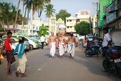 Ritual (Poorfish) Tags: man ritual priest tamilnadu trichy tiruchirappalli sriranganathaswamytemple