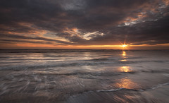 Sunday Sun (Elidor.) Tags: light sea sunshine sunrise dawn waves tide northumberland sunburst berwickupontweed spittal d90 elidor
