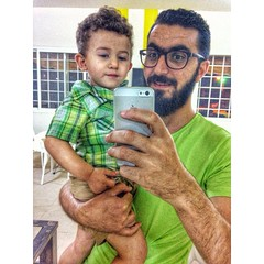 This little cute kid in my selfie! (Waelboy) Tags: square squareformat iphoneography instagramapp uploaded:by=instagram