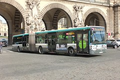 Bendy Bus In Paris (crashcalloway) Tags: irisbuscitelis18 irisbus bendybus articulated ratp bus paris france museedulouvre louvre