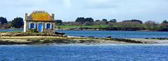 MAISON DE L HUITRE ST CADO (Marie-Laure Larère) Tags: bretagne maison mer