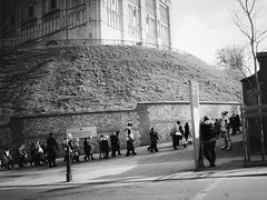 82/365 School Trip (denise.ferley) Tags: norwich norwichcastle schoolkids schooltrip kids bw blackandwhitephotography streetphotography street sonynex5 city citylife candid castle peoplewatching people pavement uk urban england 365 3652017 oneaday thisisengland life fun