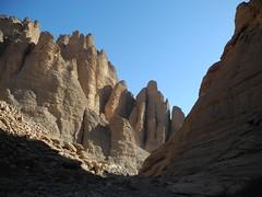 Chad Tibesti NE (ursulazrich) Tags: tschad chad ciad tchad sahara desert tibesti enneri korossom toyota expedition rocks mountains sandstone