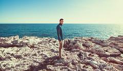 Nos pasamos la vida intentando encajar (Ibai Acevedo) Tags: portraits menorca sea mar water blue rock rocas tierra land landscape color camaleon formar encajar tarde