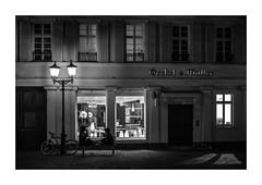 St.-Martins-Platz (Knipsbildchenknipser) Tags: sw schwarzweiss monochrome blackandwhite blackwhite blackanwithe kaiserslautern street nacht night