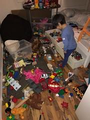 Det var ikke æ som rota, det var monsteret! (Harald Groven) Tags: mess rot barnerom leker toys