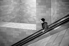 Going down (mripp) Tags: art kunst urban city stadt black white mono monochrome icahn alexanderplatz berlin germany deuthscland europe europa leica m10 summicron 50mm alleine alone people street strase