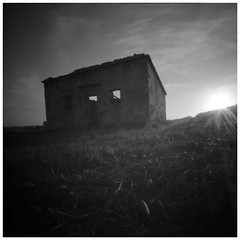 Ruine (Dikal) Tags: zeroimage2000 zero2000 zeroimage sténopé pinhole film fujiacros100 rodinal homemade 6x6 120film 2017 dikal sunset