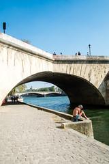 Bronzage (Maestr!0_0!) Tags: rue street paris candid pont bridge people fuji xpro seine river fleuve
