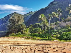 Beaches and mountains from the green island of Kauai (Hawaii) (gerdschremer) Tags: kauai hawaii island beach mountain landscape landschaft
