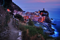 On the trail to Vernazza at sunset (Rex Montalban Photography) Tags: rexmontalbanphotography cinqueterre liguria vernazza europe