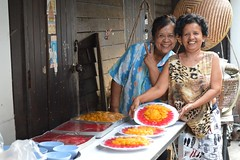 ladies with colorful desserts (the foreign photographer - ฝรั่งถ่) Tags: two middle aged ladies colorful desserts khlong thanon portraits bangkhen bangkok thailand nikon d3200 peace sign