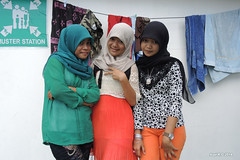 Girls on the Ferry - Aceh (-AX-) Tags: girls ferry sumatra indonesia aceh bateau personnes singkil pulaubanyak