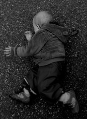 Fallen (Zerah11) Tags: autumn bw white black fall rain canon kid still child ground asphalt 600d dystopic