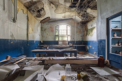 Chimistry class room (bestarns [www.spiritofdecay.com]) Tags: school urban leave abandoned beautiful beauty canon wonderful lost photography eos photo amazing education flickr photographie place image pics spirit decay room gorgeous great picture 7d lovely ernest exploration marvelous magnificent decaying ecole classe surrender splendid aside verlassen sebastien facebook batter laying urbex resignation urbaine chimie abbandonato verlaten lostplace dilapidate 500px chimistry bestarns spiritofdecay