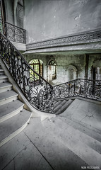 Chateau des singes (Naska Photographie) Tags: urban dark photographie escalator des chateau exploration singes urbex naska