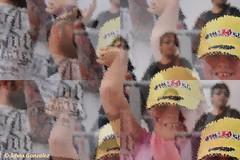 Niña celebrando la pole de Rossi