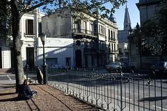 Fotos Montevideo (imaginariosurbanos) Tags: calle leer montevideo afuera