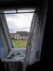 Verlassene Wohnsiedlung (.patrick.) Tags: fenster haus aussicht gebude ausblick verlassen urbex wohnhaus verfall siedlung dachfenster lostplace leerstehend wohnsiedlung