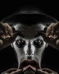 Jour 31 / raMenez Moi (EMEM Manuel Martinez) Tags: portrait selfportrait canada halloween project myself hands photographie montral autoportrait sony main autoretrato lips symmetry days qubec manuel bouche symmetrical 365 scared martinez longueuil a77 emem symtrie lvre 365daysproject alpha77 mouth7 moimemy
