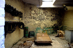 Torture room? (Piou[mDp]) Tags: factory abandonedplace lieuabandonné urbex urbanexploration explorationurbaine abandoned textile mill tortureroom salledetorture decay lost forgotten