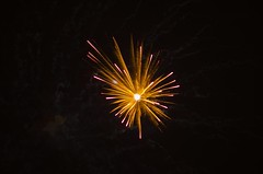 Supernova Explosion (Slimdaz) Tags: red white green electric bulb night birmingham colours pentax fireworks guyfawkes explosions sparks solihull bonfirenight gunpowder sigma100300mm 2014 k30 solihullnorth berwickslane slimdaz