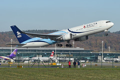 Delta Air Lines Boeing 767-300; N171DZ@ZRH;07.11.2014/769bq (Aero Icarus) Tags: plane aircraft habitatforhumanity flugzeug takeoff avion zrh zürichkloten deltaairlines flughafenzürich boeing767300 n171dz