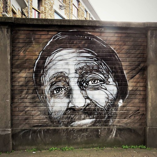 #sadness in #blackandwhite / #Art by #c215 - #paris #streetart #graffiti #urbanart #graffitiart #urbanart_daily #graffitiart_daily #streetarteverywhere #streetart_daily #wallart #mural #ilovestreetart #igersstreetart #streetartparis #msaparis #vitrysursei