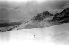 04a3371 29 (ndpa / s. lundeen, archivist) Tags: nick dewolf nickdewolf bw blackwhite photographbynickdewolf film monochrome blackandwhite april 1971 1970s 35mm europe centraleurope switzerland swiss alpine alps graubünden grisons stmoritz easternswitzerland suisse schweitz mountains peaks snow snowy snowcovered skiresort skiarea skislopes skiing landscape people skiers slopes swissalps