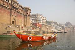 Varanasi (Rolandito.) Tags: india indien inde benares varanasi asia river ganges ganga boat
