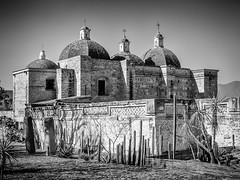 San Pablo de Mitla (Duric) Tags: mexico oaxaca mitla noiretblanc bw blancoynegro église archéologie domes religieux mexique architecture zapothèque indigènes