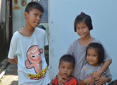 brothers and sisters (the foreign photographer - ฝรั่งถ่) Tags: oct22016nikon brothers sisters children four khlong bang bua portraits bangkhen bangkok thailand nikon d3200