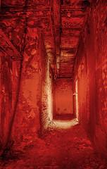 Fire Exit, hier hat es gebrannt (GU-JO) Tags: brandschaden deutschland eisenach hotelfürstenhof mauer thüringen red rot