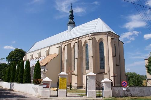 Kościół Wniebowzięcia NMP i św. Stanisława BM w Bodzentynie od południowego wschodu podczas remontu (2012)
