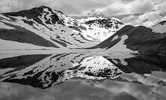 sesvennasee (gerhard.haindl) Tags: xp100480v6 landschaft bergsee berge bergmassiv grat spiegelung schwarzweiss wasser see schnee landscape landscapephotography mountain rock fels lake reflection nopeople outdoor southtyrol bw bnw monochrome snow xf