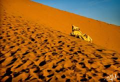 Coucher de soleil sur la dune de Béni-Abbès / Sunset on the dune of Béni-Abbès - Algérie / Algeria (1980) (christian_lemale) Tags: coucher soleil coucherdesoleil sunset désert desert sahara saoura algérie algéria 1980 الصحراء ساورة الجزائر بني عباس