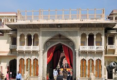 India (Jaipur-City Palace) Entrance arch to the palace (ustung) Tags: india jaipur citypalace entrance arch nikon decoration