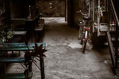 Alley (dmelchordiaz) Tags: berlin bicycle germany table alley german alemania berln dmelchordiaz