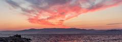 Amanecer en la Ría de Vigo (dfvergara) Tags: españa luces muelle mar rojo agua barco ciudad galicia amanecer castro cielo nubes embarcadero neblina ria vigo rocas montañas masso nwn guia crucero bruma riadevigo aguia trasatlantico ocastro puentederande cangasdemorrazo