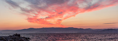 Amanecer en la Ra de Vigo (dfvergara) Tags: espaa luces muelle mar rojo agua barco ciudad galicia amanecer castro cielo nubes embarcadero neblina ria vigo rocas montaas masso nwn guia crucero bruma riadevigo aguia trasatlantico ocastro puentederande cangasdemorrazo