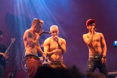P1050088 (cludiavictria) Tags: boy shirtless festival banda fly nathan cola fortaleza sem paulo coca boyband barone camisa caique gama castagnoli